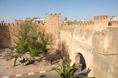 Cancello difensivo della parete del Taroudant immagini stock