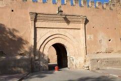 Cancello difensivo della parete del Taroudant fotografia stock