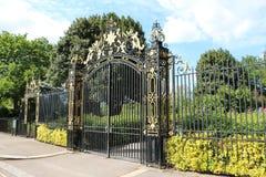 Cancello dorato del giardino di Queen Mary Fotografia Stock