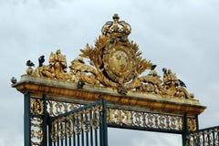 Cancello dorato del palazzo di Versailles Fotografia Stock Libera da Diritti