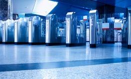 Cancello girevole su una stazione di metro fotografia stock