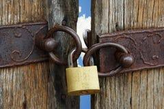 Cancello Locked di cielo immagini stock libere da diritti