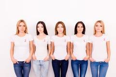 Cancer, médecine, concept de santé de femmes - photo cultivée de cinq y photographie stock