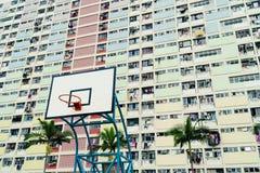 Cancha de básquet colorida en Hong Kong Imagen de archivo libre de regalías