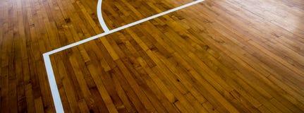 Cancha de básquet de madera del piso Fotografía de archivo libre de regalías
