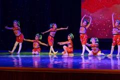 canción alegre de la exposición de enseñanza de clasificación Jiangxi del logro de los niños de la prueba de la academia de la da foto de archivo