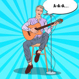 Canción del canto del guitarrista en micrófono Concierto acústico Ejemplo del arte pop stock de ilustración