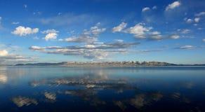 Canción del lago, Kirghizistan foto de archivo