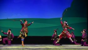 Canción del montar a caballo--€œLittle Worriors de la ópera de Pekín del  del family†de Yeuh's Imágenes de archivo libres de regalías
