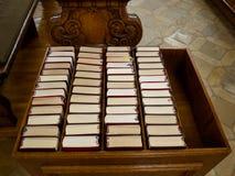 Cancioneros en iglesia Fotos de archivo libres de regalías