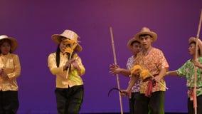 Canciones del arroz de la cosecha, canci?n para la cosecha del rato del canto del famer tailand?s, cultura tailandesa tradicional almacen de metraje de vídeo