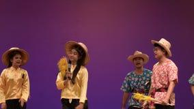 Canciones del arroz de la cosecha, canci?n para la cosecha del rato del canto del famer tailand?s, cultura tailandesa tradicional almacen de video
