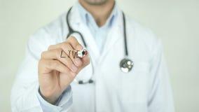 Cancro del fegato, il dottore Writing sullo schermo trasparente video d archivio