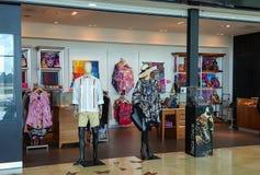 Cancun, México, el 30 de diciembre de 2017 - tienda de lujo de la moda y de los accesorios de Pineda Covalin en el aeropuerto int Foto de archivo