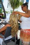 CANCUN MEKSYK, MAJ, - 03: Wzorcowy dostawać przygotowywający z fryzurą podczas półfinałów IBMS 2014 Fotografia Stock