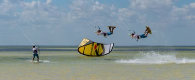 CANCUN MEXICO - 02/18/2018: Adrenalin Kitesurf arkivbild