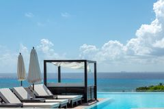 CANCUN, MEXICO; 09 01 2018: Infinity pool on the roof with a vie royalty free stock images