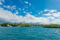 CANCUN MEXICO - JANUARI 10, 2018: Isla Mujeres är en ö i det karibiska havet, omkring 13 kilometer av Yucatanen Royaltyfri Fotografi