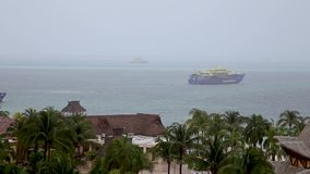 CANCUN, QR, MÉXICO - 7 DE MARÇO DE 2019: Uma tempestade tropical carrega para baixo na área de Cancun férias de interrupção de mu vídeos de arquivo