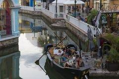 CANCUN-QUINTANA ROO-MEXICO-JULI 2018: De rit van het piraatschip in de wandelgalerij het Eiland stock fotografie