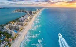 Cancunstrand in de loop van de dag royalty-vrije stock fotografie