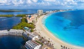 Cancunstrand in de loop van de dag stock fotografie