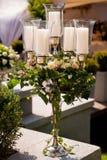 Candélabre avec des fleurs photo libre de droits