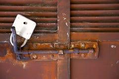 candado cruzado abstracto en un mornago de Varese Italia Foto de archivo libre de regalías