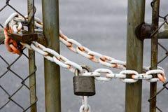 Candado en la cerca Fotografía de archivo libre de regalías
