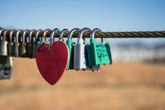 Candados del amor imagen de archivo libre de regalías