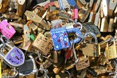 Candados del amor en París Foto de archivo libre de regalías