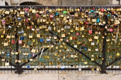 Candados en el puente Fotografía de archivo