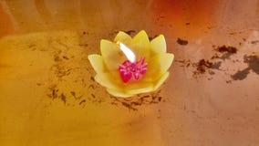 Candel i templet royaltyfria foton