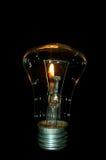 Candela burning del ahd della lampadina immagini stock