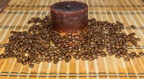 Candela con i chicchi di caffè Immagini Stock Libere da Diritti