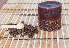 Candela con i chicchi di caffè Fotografia Stock