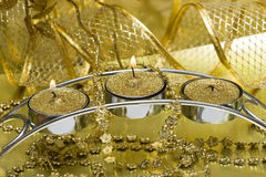 Candela con il nastro dorato immagini stock libere da diritti