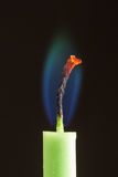 Candela con la fiamma blu-verde Fotografia Stock
