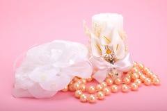 Candela del fiore e pizzo della perla Fotografie Stock