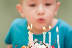 Candela della torta di compleanno Fotografia Stock