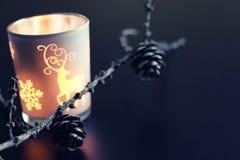 Candela di sera in abete-cono di vetro Immagini Stock