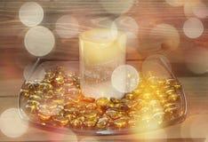 Candela dorata con gli effetti del bokeh fotografia stock