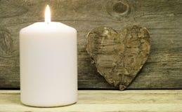 Candela e cuore della corteccia Fotografie Stock