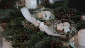 Candela nel Natale di un vaso di vetro rustico stock footage