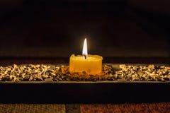candela nella stanza scura Fotografie Stock Libere da Diritti