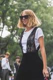 Candela Novembre che posa durante il Milan Fashion Week Fotografie Stock