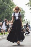 Candela Novembre pozuje podczas Mediolańskiego moda tygodnia Zdjęcie Stock