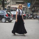 Candela Novembre pozuje podczas Mediolańskiego moda tygodnia Fotografia Stock