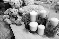 Candela, orso e tavola Fotografia Stock Libera da Diritti