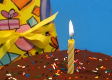 Candela su una torta birtday Fotografia Stock Libera da Diritti